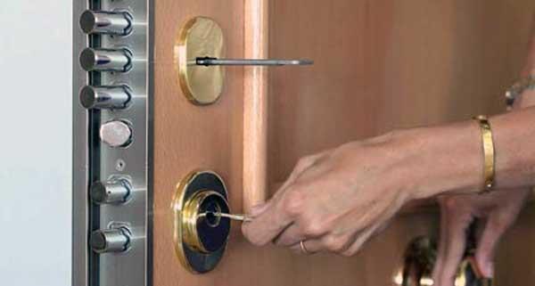 como abrir una puerta blindada