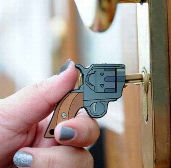 como abrir una puerta de casa sin llave