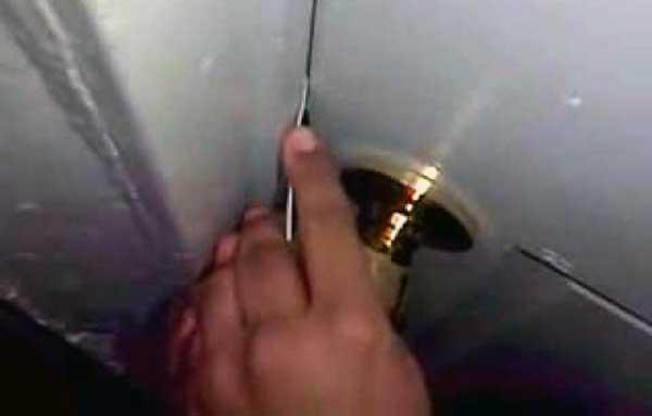 como abrir una puerta de interior cerrada