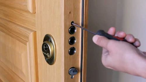 cambiar cerradura puerta blindada