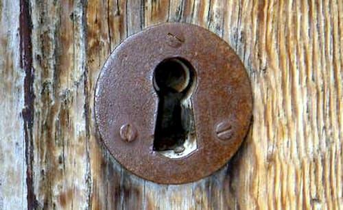 change the outer door lock