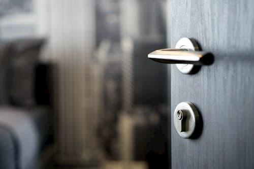 cambiar cerradura puerta interior