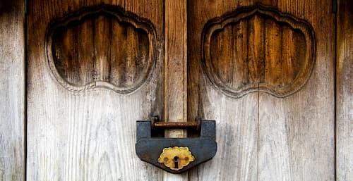 cambiar cerradura puerta metalica
