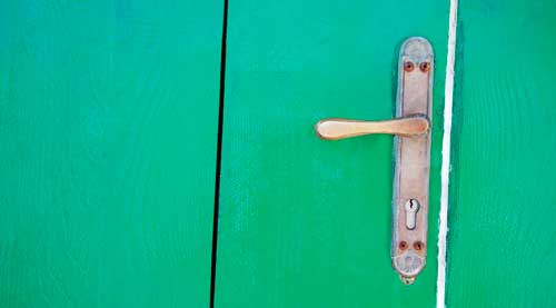 como abrir una cerradura sin llave
