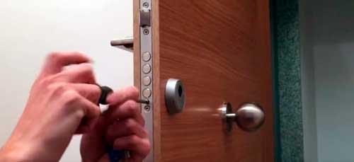 cambiar cerradura puerta blindada antigua