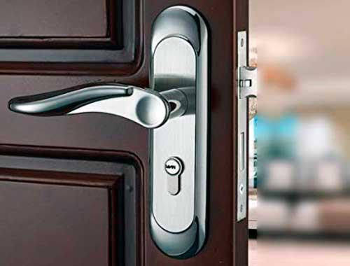 cerradura para puerta de madera
