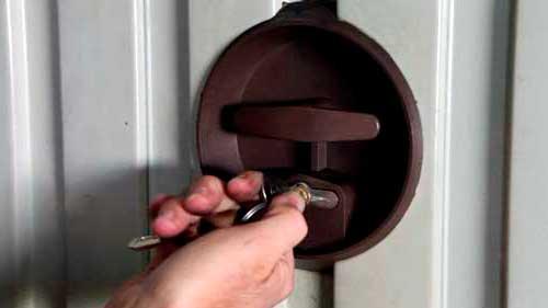 cerraduras para puertas basculantes