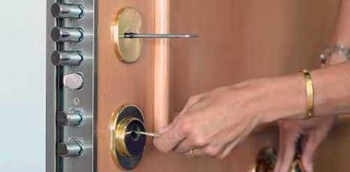 cambiar bombin cerradura puerta entrada