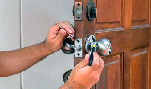 llave equivocada en la cerradura