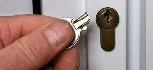 llave rota en cerradura buzon