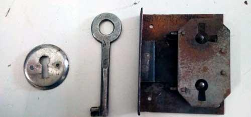 llaves y cerraduras antiguas